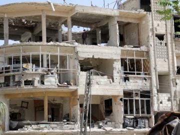 Vista de un edificio en ruinas en la localidad de Duma