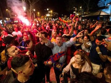 Aficionados del Barcelona, en Canaletas