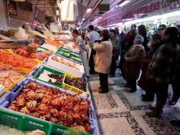 En la imagen, una pescadería en el madrileño mercado de Chamberí (Archivo)