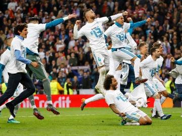 Los jugadores del Real Madrid celebran el pase a la final de Kiev