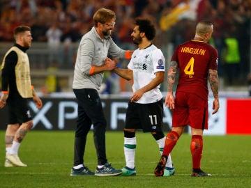 Klopp y Salah celebran el pase a la final de la Champions