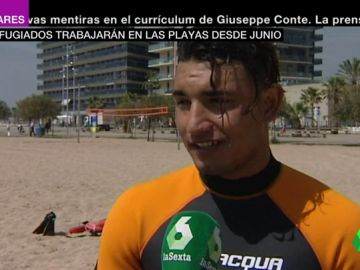 De ser rescatados a salvar vidas: nueve refugiados trabajarán como socorristas en playas de Cataluña