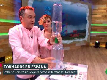 Con dos botellas de plástico y dos tapones: así se puede hacer un tronado casero y barato