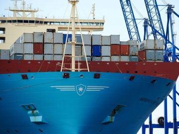 """Vista del mayor buque contenedor del mundo, el """"Maersk MC-Kinney Moller"""", a su llegada al puerto de Gdansk  (Archivo)"""