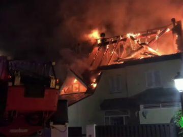 Un incendio provoca grandes daños en seis viviendas en Collado Villalba