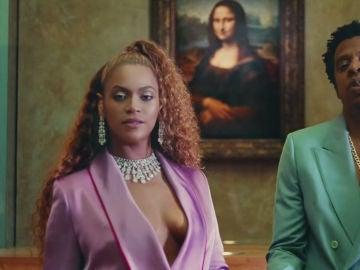 Beyoncé y Jay Z frente a la Mona Lisa en el vídeo de 'APESHIT'