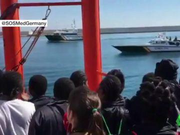 Alegría e incertidumbre: la mezcla de sensaciones de los migrantes del Aquarius tras acabar una dura travesía de ocho días