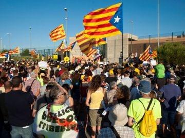 Protestas frente a Puig de les Bassas