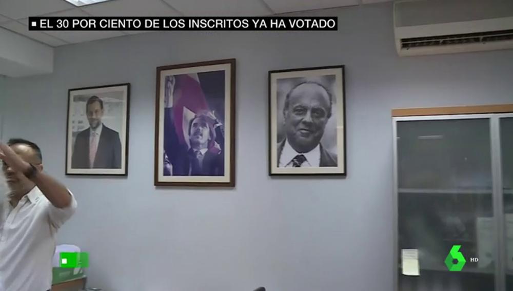 Los cuadros de Rajoy, Aznar y Fraga en una sede del PP