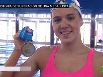 """Catalina Corró y su ejemplo en la piscina tras superar un tumor cerebral: """"Nadaba sin poder mojar la cabeza"""""""
