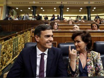 Pedro Sánchez y Carmen Calvo en el Congreso