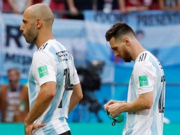 Mascherano y Messi, cabizbajos