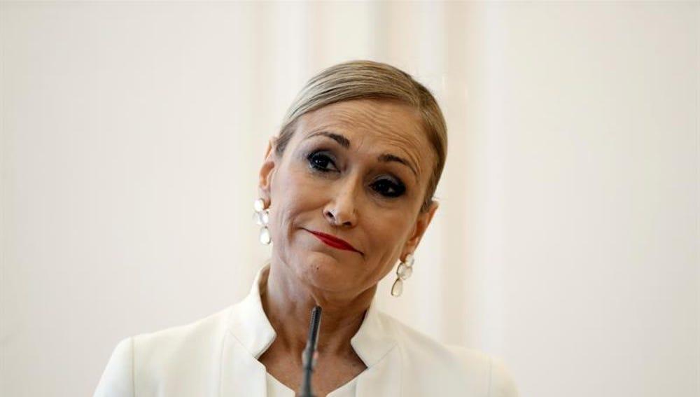 Cristina Cifuentes durante la rueda de prensa en la que anunció su dimisión como presidenta de la Comunidad de Madrid.