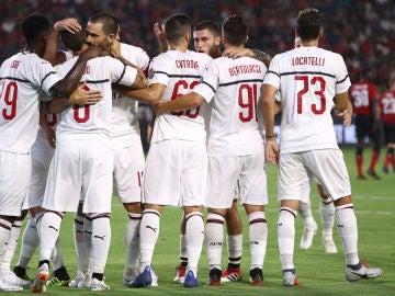 Plantilla del AC Milán celebrando un gol