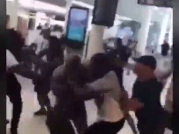 Dos raperos provocan una pelea masiva en el aeropuerto parisino de Orly