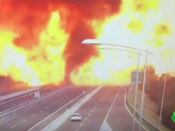 Las imágenes de todas las cámaras que captaron la brutal cadena de explosiones en Bolonia tras el choque del camión cisterna