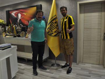 Alessio Cerci en su presentación con el Ankara