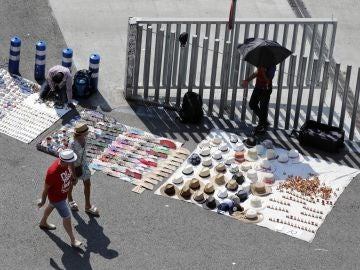 La Audiencia condena al vendedor ambulante por un delito de atentado a la autoridad y otro de lesiones