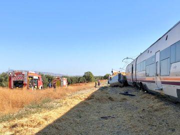 El tren arrolló al camión en un paso a nivel en Málaga