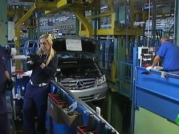 BORRADOR Varias fábricas de coches paran la producción porque necesitan motores de gasolina