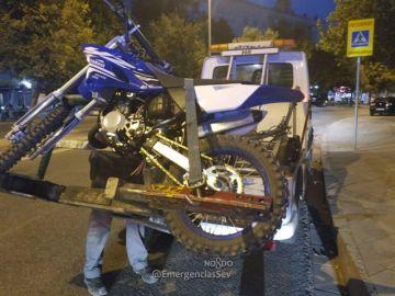 Moto sin frenos, sin retrovisores y sin velocímetro que conducía por Sevilla