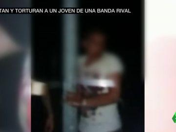 El impactante vídeo de las reyertas entre bandas en Málaga: secuestran y torturan a un joven para pedirle droga