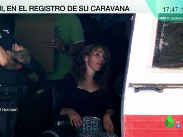 Moviéndose a pesar de su supuesta tetraplejia: así ha sido el registro de la caravana de la viuda negra de Alicante