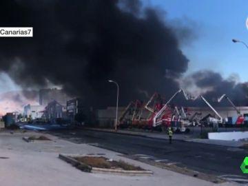 Incendio en una planta de materiales reciclables