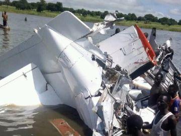 Imagen del avión estrellado en Sudán del Sur