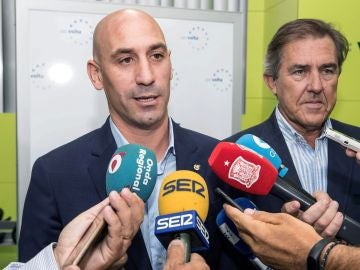 Luis Rubiales habla ante los medios de comunicación