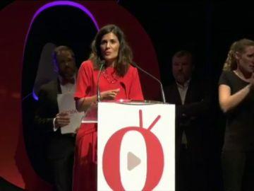 La periodista María Llapart recoge el premio 'Aquí TV'