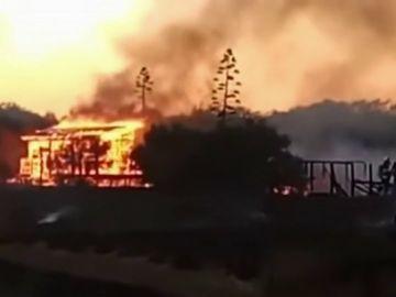 Imagen del centro de naturaliza de Chipiona en llamas