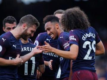 Los jugadores del Arsenal celebran un gol ante el Fulham