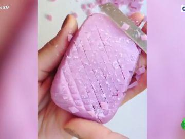 Cortar jabón: la nueva y relajante obsesión que inunda las redes sociales