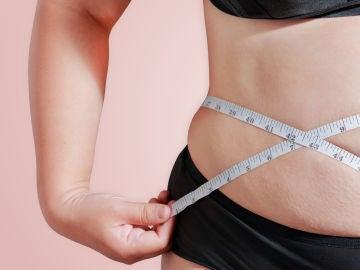 Imagen de archivo de una persona con sobrepeso