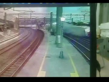 El espectacular descarrilamiento de un tren en Taiwan
