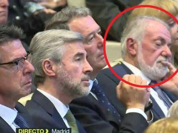 Jaime Mayor Oreja, dormido durante la presentación del libro de Aznar