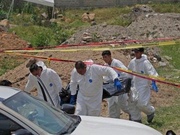 Retiran un cuerpo hallado en una fosa en el estado mexicano de Jalisco