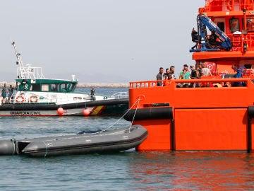 Llegada al puerto de Almería de un grupo de inmigrantes que fue rescatado en dos pateras