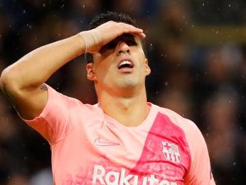 Luis Suárez se desespera en el partido contra el Inter