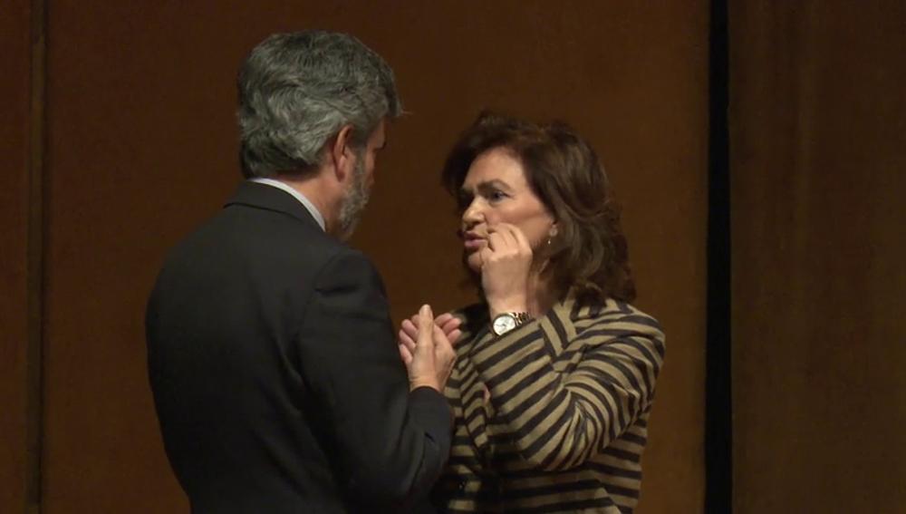 Carmen Calvo y Carlos Lesmes, pillados conversando justo el día que el Gobierno aprueba el decreto de las hipotecas