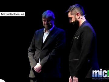Aplausos para recibir a Dani Mateo en el teatro Quijano de Ciudad Real tras completar aforo