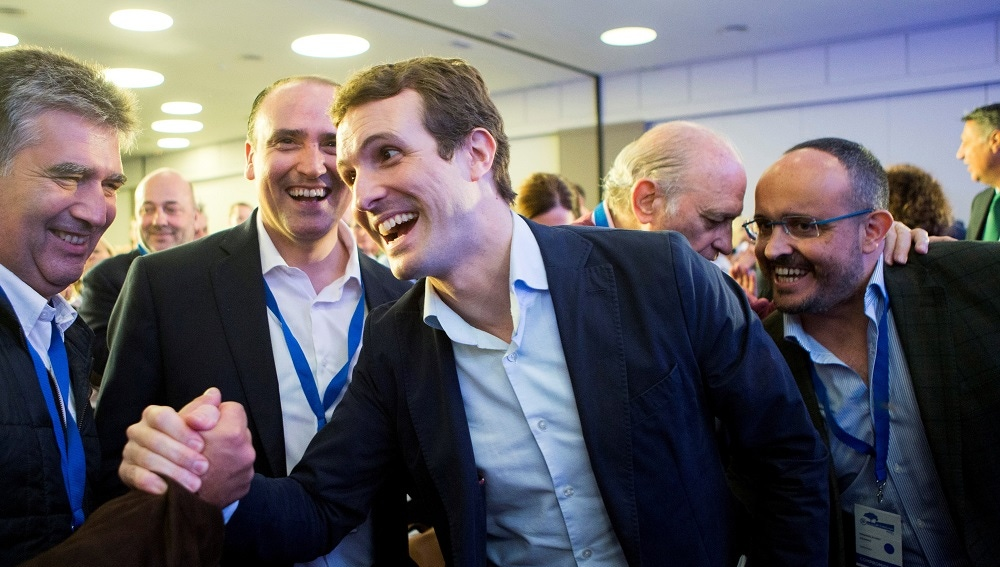 Casado junto al nuevo presidente del partido en Cataluña, Alejandro Fernández