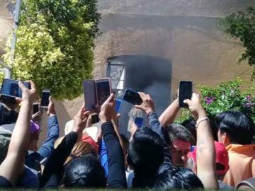Varios vecinos graban cómo quemaron vivos a los dos inocentes