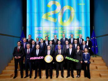 Los ministros de Finanzas de la Eurozona posan para una fotografía