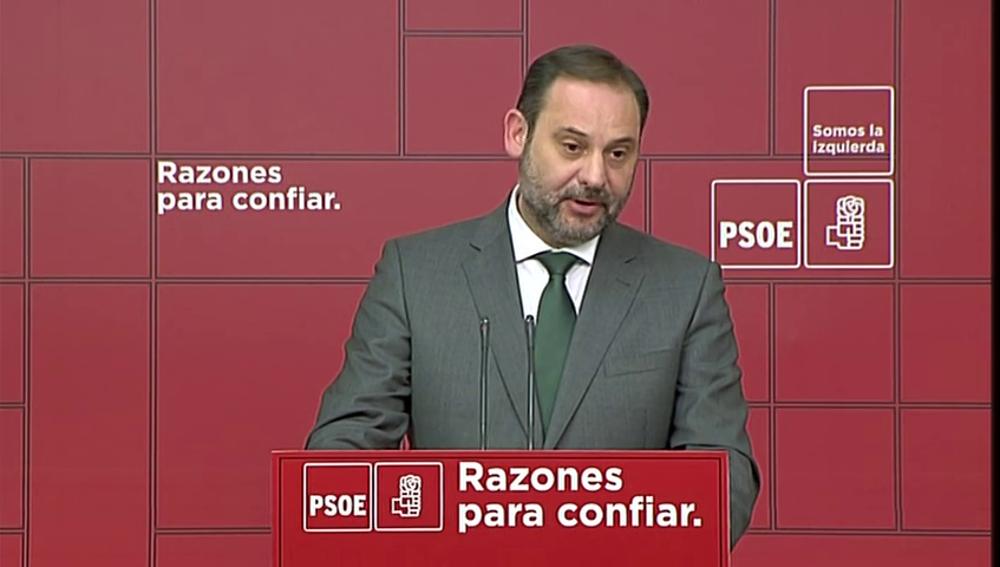 """Ábalos afirma que el Gobierno no plantea suprimir la inviolabilidad del rey: """"No hay ninguna propuesta de revisión"""""""