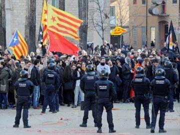 Un detenido durante protestas por acto conmemorativo Constitución en Girona