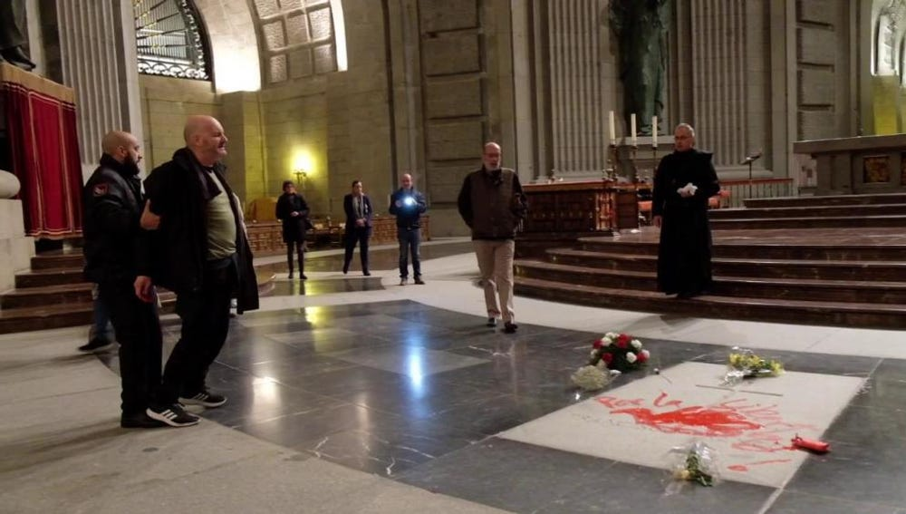 Enrique Tenreiro cuando pintó la tumba de Franco