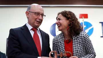 El exministro Montoro y la ministra Montero recogen juntos el premio CERMI