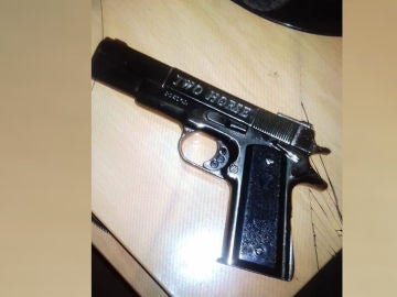 Pistola del detenido en Barcelona por intentar entrar en la Sagrada Familia con cargadores